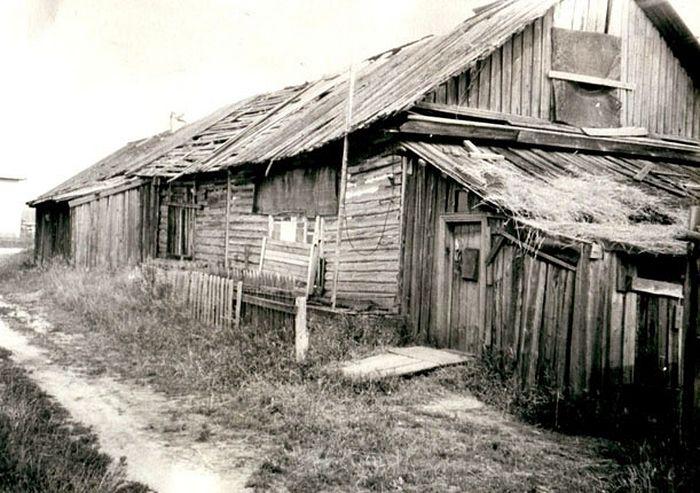 """Бараки для заключенных Локчимлага. Фото 1989 г. Из коллекции фонда """"Покаяние"""""""