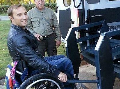 Уникальная социальная служба для перевозки инвалидов-колясочников на грани закрытия