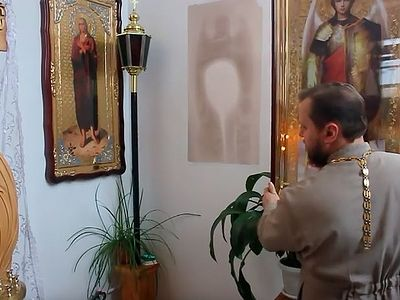 В Омске на стенах храма чудесным образом проявились иконы