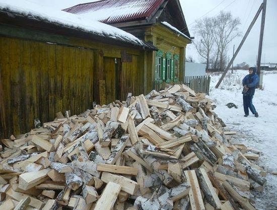 Акция «Подари дрова» в Каменской епархии. Фото с сайта kamensk-eparhiya.ru