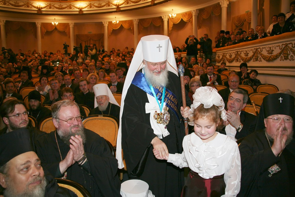 "His Holiness Patriarch Kirill's 70th birthday.  Ceremony for awarding the title ""Honorary Citizen of the City of Kaliningrad"" to Metropolitan Kirill of Smolensk and Kaliningrad. Kaliningrad. November 19, 2006."