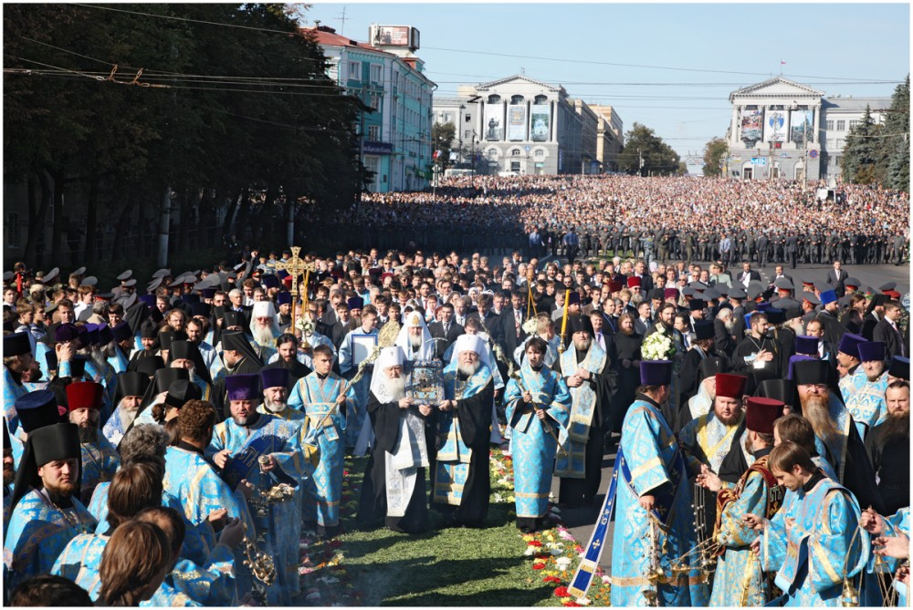 His Holiness Patriarch Kirill's 70th birthday.  Cross procession with the Kursk Root Icon of the Mother of God. Kursk. September 23, 2009.