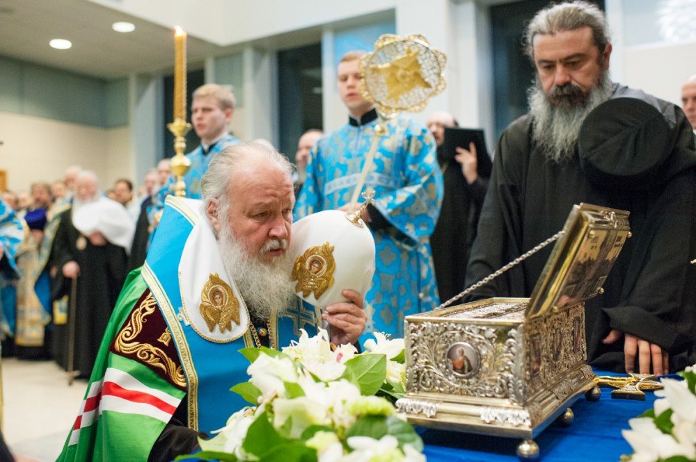 His Holiness Patriarch Kirill's 70th birthday.  Moleben before the reliquary with the Belt of the Most Holy Theotokos at Moscow's Vnukovo Airport. November 28, 2011.