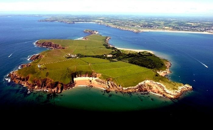 Святой остров Калдей (источник-Lothloriencottage.co.uk)