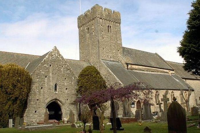 Церковь св. Ильтуда в Ллантуит-Мейджоре, Вейл-оф-Гламорган