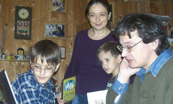 С семьей дома, 2012 г.