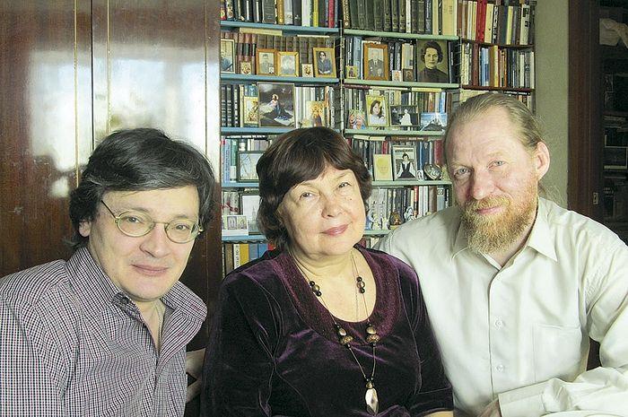 С поэтом Светланой Кековой и литературоведом Русланом Измайловым