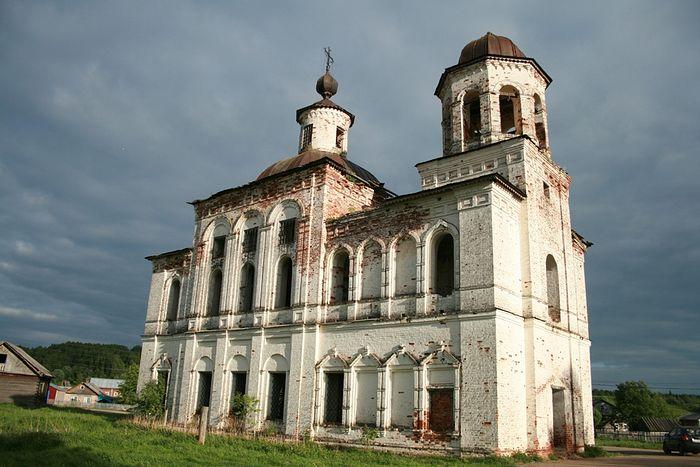 Храм Богоявления в деревне Ляли