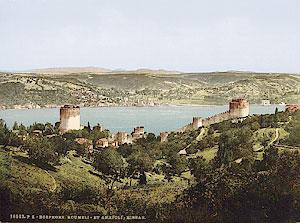 Вид на пролив Босфор и крепость Румели-Хиссар. Открытка начала XX века.