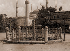 Константинополь. Змеиная колонна. Фотография конца XIX века.