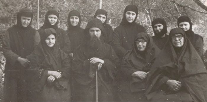 Elder Ephraim with the sisters