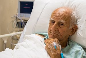 Photo: http://theconversation.com/why-hospitals-are-dangerous-for-people-with-dementia-and-why-its-up-to-families-to-help-38738