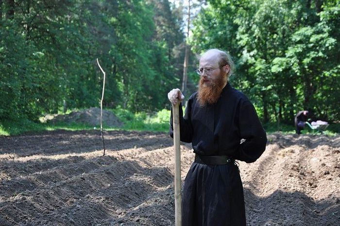 Редактор издательства Пафнутьева Боровского монастыря отец Иосиф занимается не только книгами и монастырской газетой