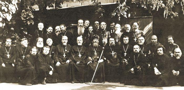 Архиепископ Пимен с духовенством. Саратов, конец 1980-х гг.