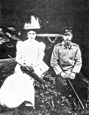 Цесаревич Николай Александрович с невестой принцессой Гессенской Алисой. Кобург. 20 апреля 1894 года.. Фото: РИА Новости