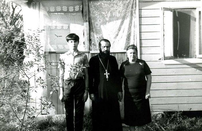 Archpriest Victor Aksenov's family.