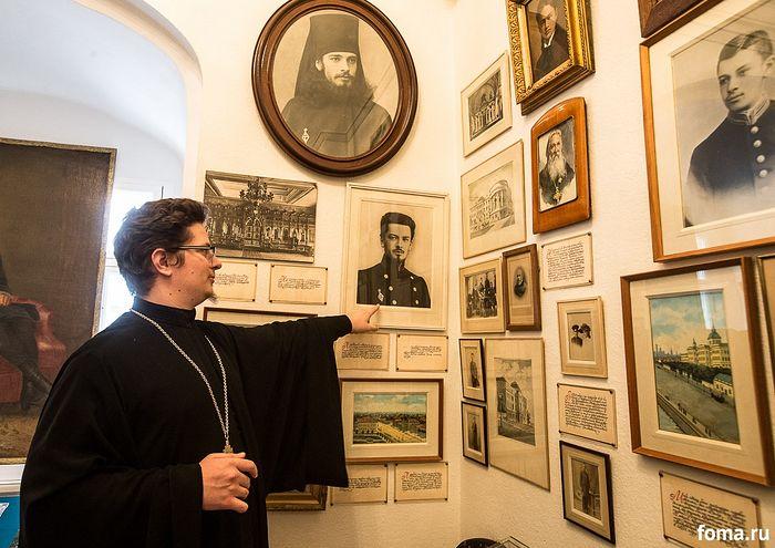Иерей Артемий Головчанский в мемориальной келье Святейшего