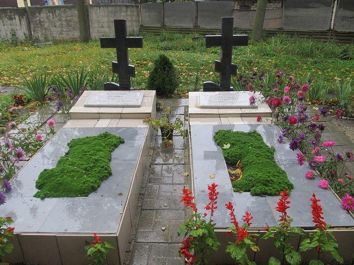 Могила братьев Гудковых возле аркадакского Вознесенского храма