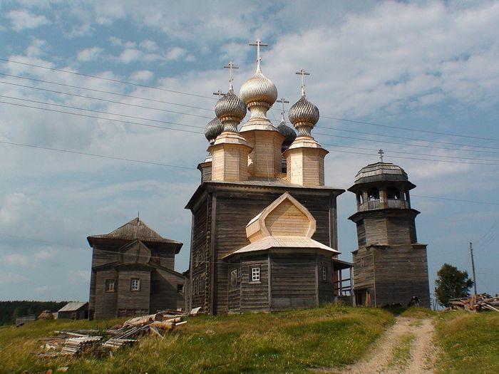 Храм Николая Чудотворца. д. Ворзогоры. Восстановлены главки, перекрыт алтарь