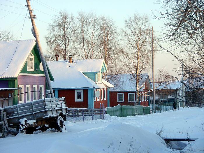 Большой Бор. Цветные дома - в краю, где мало света зимой. Фото: Каплунов Михаил