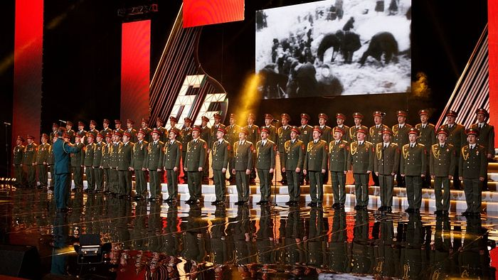 Концерт ансамбля песни и пляски Минобороны имени Александрова в Москве. AP/ТАСС