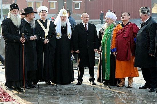 Президент России вместе с представителями религий Источник фотографии: www.ansar.ru