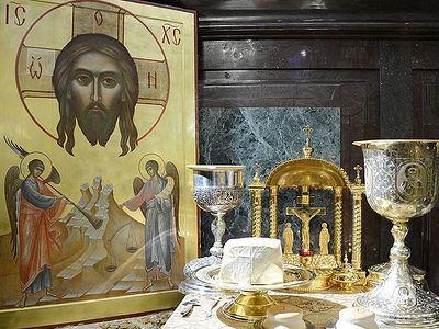 Чада Русской Православной Церкви втречают гражданский Новый год Божественной литургией