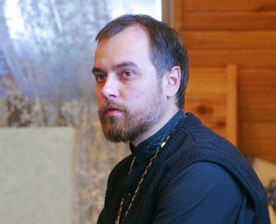 Священник Алексей Агапов, настоятель храма Михаила Архангела в Жуковском. Фото с сайта sofia-sfo.ru