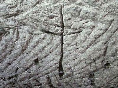 Спелеологи обнаружили высеченное в пещере древнее изображение креста