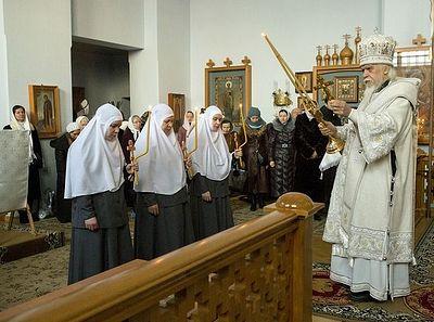 Епископ Пантелеимон совершил чин посвящения в крестовые сестры насельниц Марфо-Мариинской обители