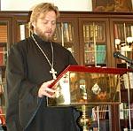 От лица выпускников благодарственное слово говорил иеромонах Арсений (Писарев) и священник Владимир Щетинин (на фото)
