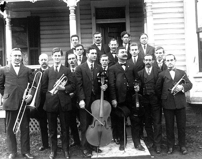 The 1908 Carolers. Photo: http://www.glenrockcarolers.org/