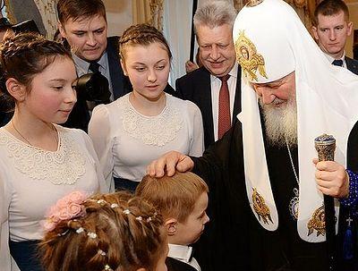 Благодаря участию Патриарха Кирилла раскаявшейся матери вернули оставленную ею новорожденную дочь