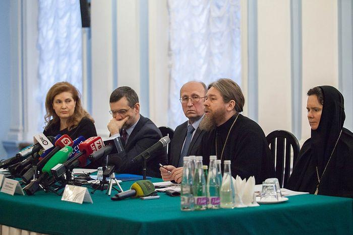 Пресс-конференция в Санкт-Петербурге по вопросу передачи Исаакиевского собора в пользование РПЦ