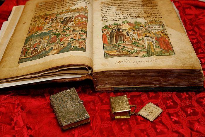 Старинные книги на церковнославянском языке