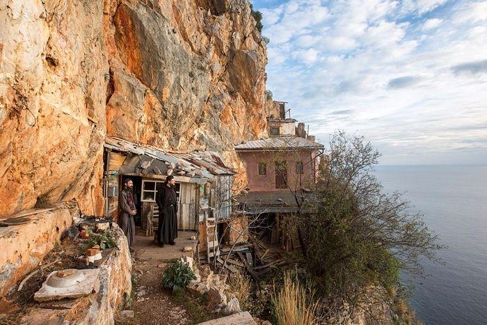 Британская газета Guardian опубликовала фото о жизни монахов на Святой Горе Афон (+ФОТО)