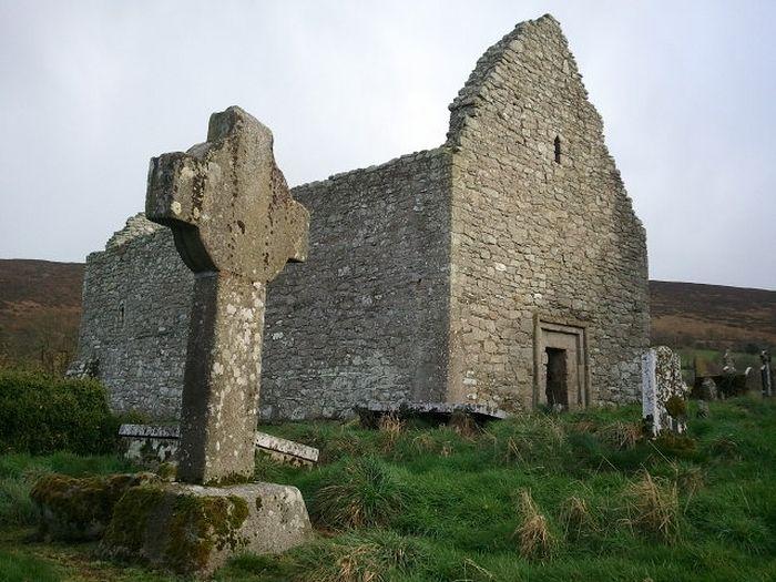 Церковь в Агхоуле, XII век (источник - Visitwicklow.ie)