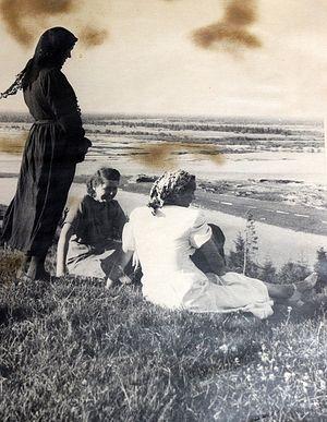 Александра Демина (в черном)