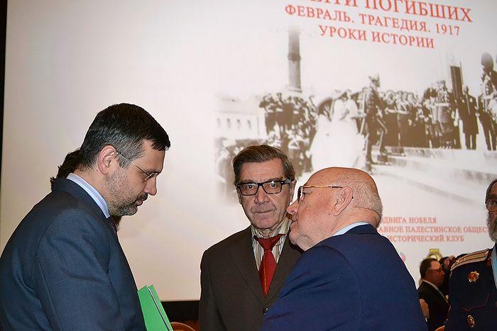 В.Р.Легойда с участниками конференции