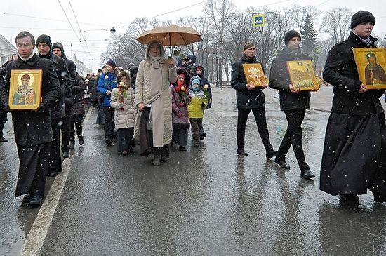 8 тыс. человек вышли 19 февраля на крестный ход в поддержку передачи Исаакиевского собора Церкви. Фото: www.patriarchia.ru