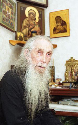 Архимандрит Кирилл (Павлов) в келье