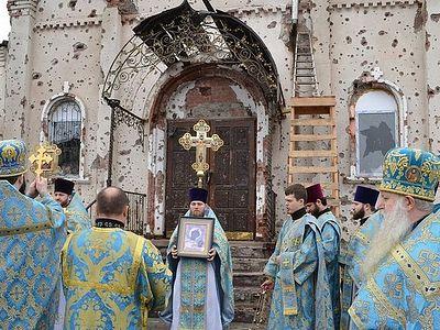 Донецк: Иверский монастырь отметил престольный праздник под артиллерийскую канонаду