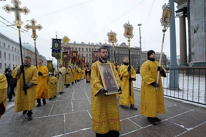 Крестный ход у Исаакиевского собора, фото: ria.ru