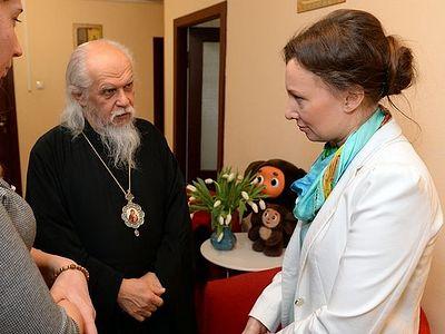 Анна Кузнецова и епископ Орехово-Зуевский Пантелеимон посетили православный кризисный центр «Дом для мамы»