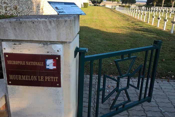 Вход в некрополь французских солдат в Мурмелон-ле Пти
