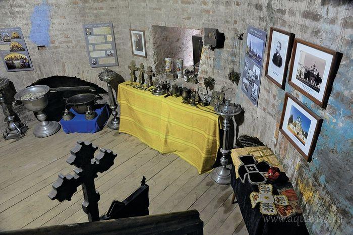 Организаторы музея шутят, что у них, как в модном лофте: кирпичные стены, деревянный пол. Рядом с основной экспозицией дествительно проходят выставки