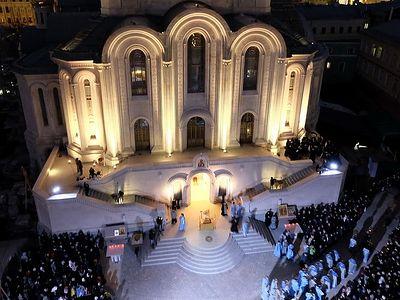 Божественная литургия у нового храма московского Сретенского монастыря