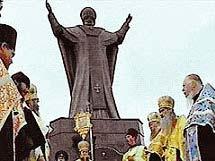 Освящение памятника святителю Николаю, архиепископу Мир Ликийских в Анадыре 11 августа 2004 года