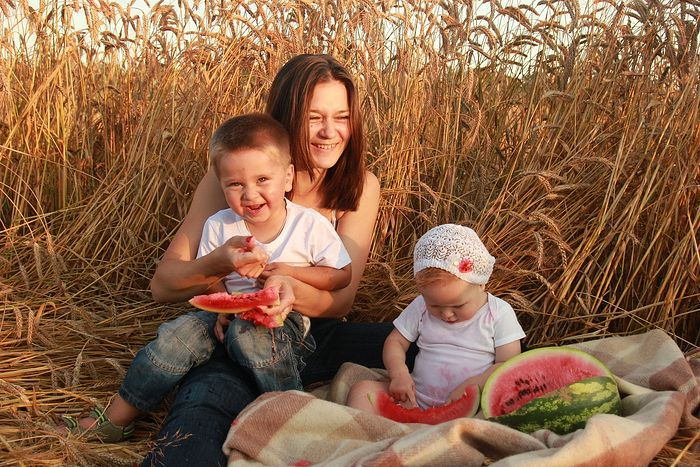 София Белавина и дети, собственные поля пшеничные