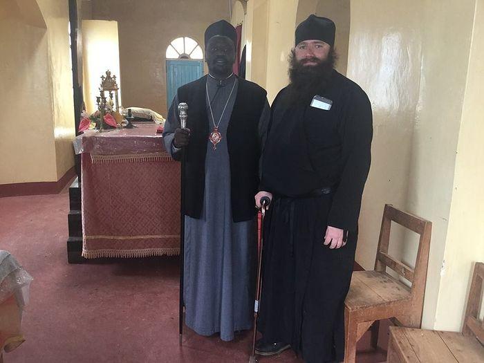 Отец Силуан с епископом Неофитом, главой епархии Ньери